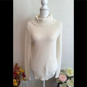 Forever 21 sweater white long sleeves size M